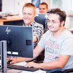 IT õpetaja Raido juhendab õppijat